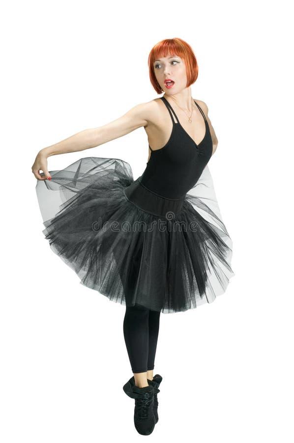 Ballerine rouge utilisant le tutu noir images stock