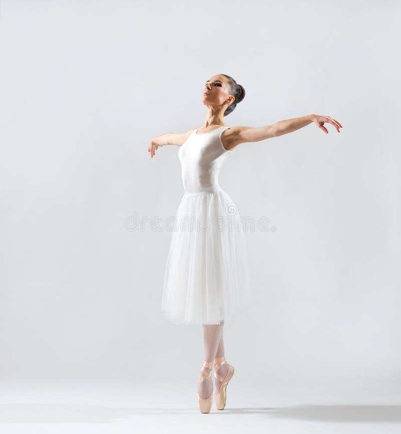 Ballerine sur la version grise photo libre de droits