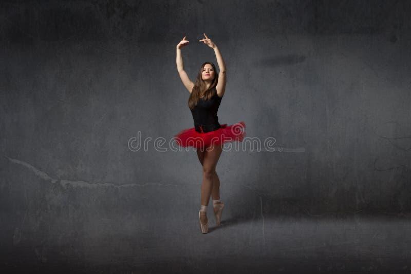 Ballerine sur le point photographie stock