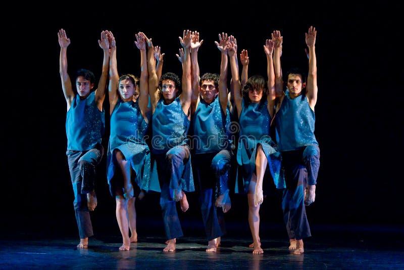 Ballerini artistici dall'accademia nazionale di ballo immagine stock