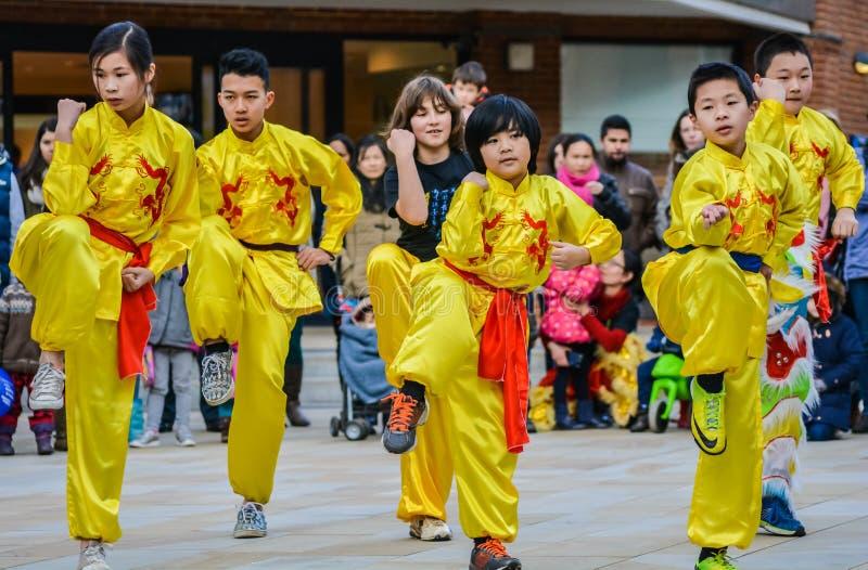 Ballerini cinesi che celebrano il nuovo anno cinese fotografia stock