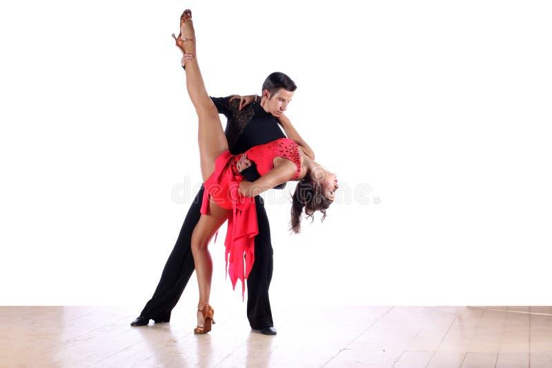 Ballerini del latino in sala da ballo fotografie stock