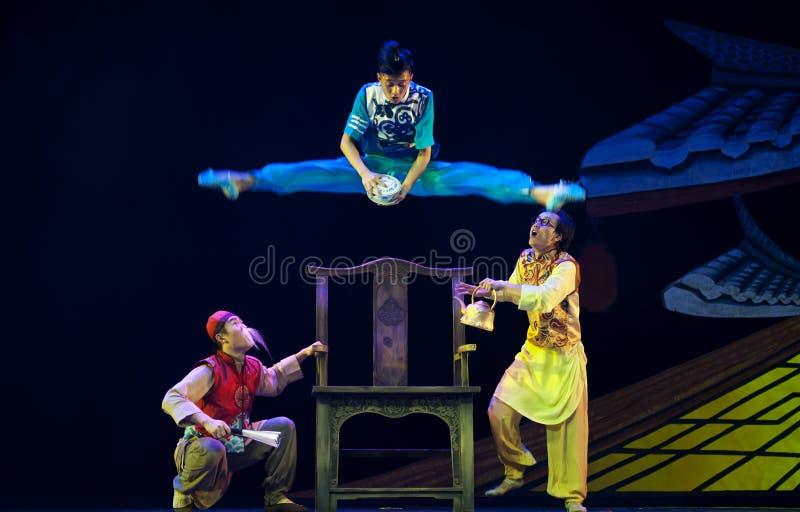 Ballerini moderni cinesi di salto fotografia stock libera da diritti