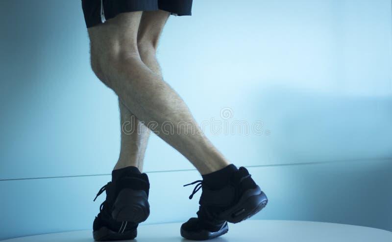 Ballerino adatto di cardio ballo maschio fotografie stock