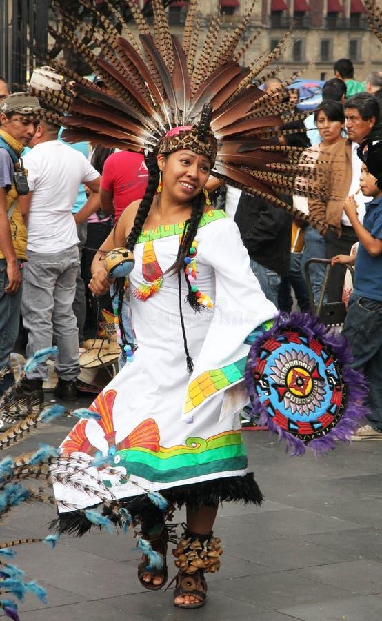 Ballerino azteco in Città del Messico fotografie stock
