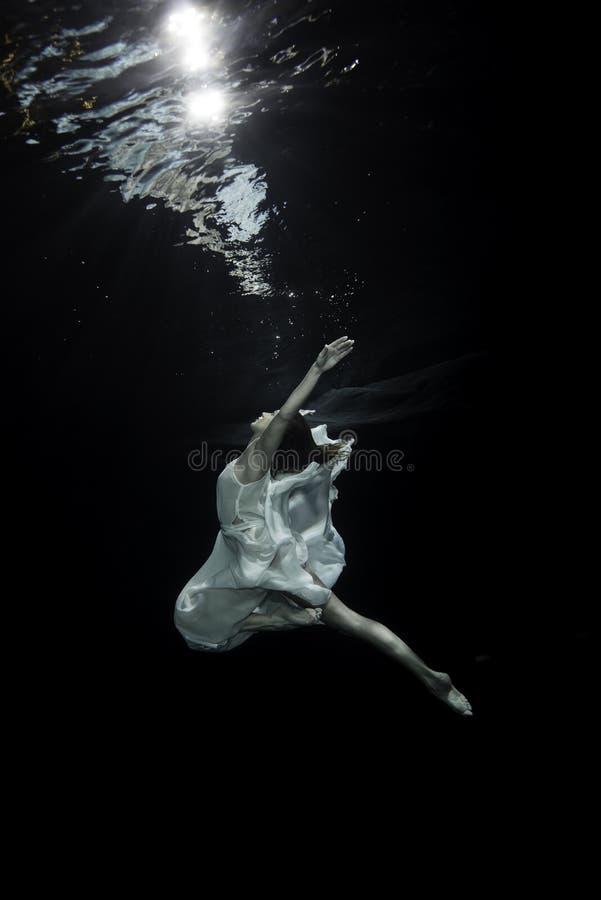 Ballerino di balletto femminile fotografia stock libera da diritti