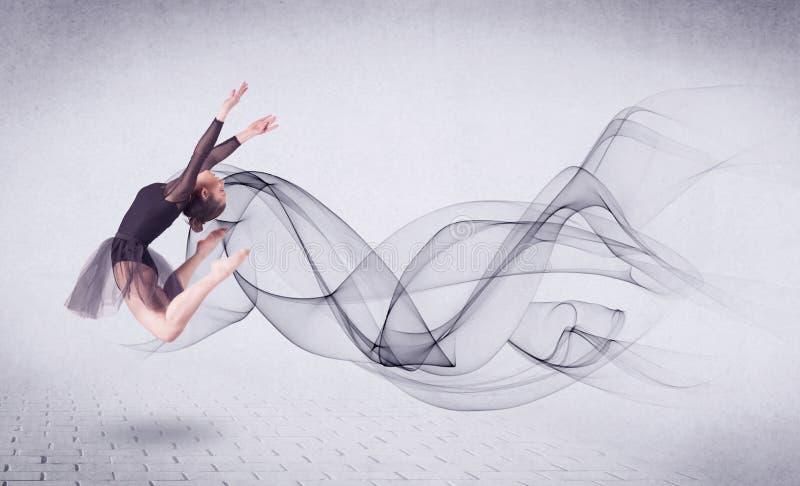 Ballerino di balletto moderno che esegue con il turbinio astratto fotografie stock libere da diritti