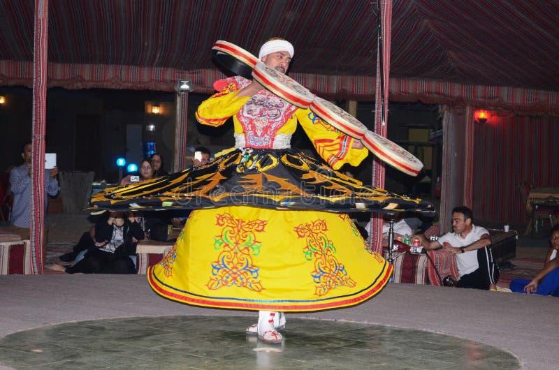 Ballerino musulmano tradizionale della via del derviscio fotografia stock libera da diritti