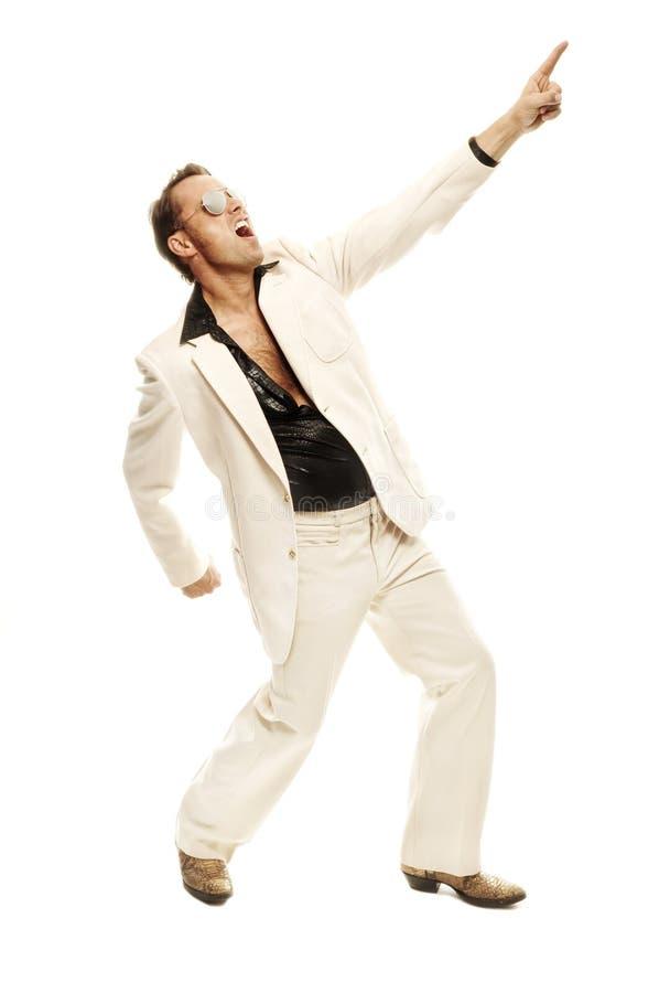 Ballerino pazzo della discoteca negli stivali di cuoio bianchi del serpente e del vestito immagini stock libere da diritti