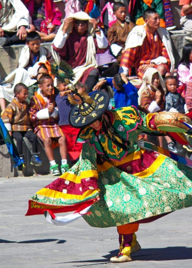 Ballerino Performing del tamburo al festival di Wangdue Tshechu immagini stock