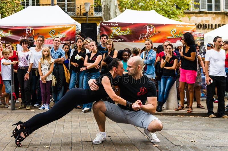 Ballerino sulla via durante il festival immagini stock libere da diritti