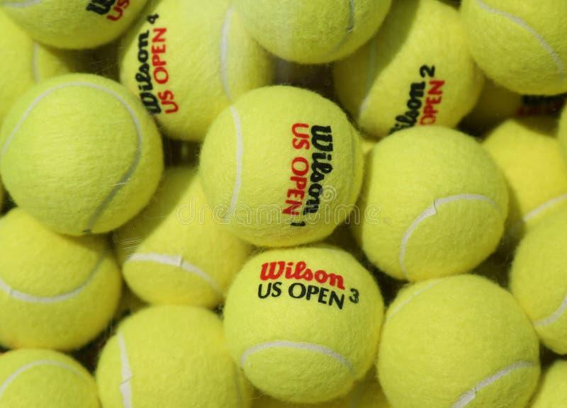 Balles de tennis de Wilson d'US Open chez Billie Jean King National Tennis Center à New York photo libre de droits