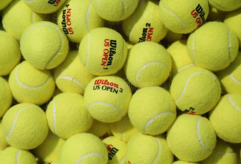 Balles de tennis de Wilson d'US Open chez Billie Jean King National Tennis Center à New York photos stock