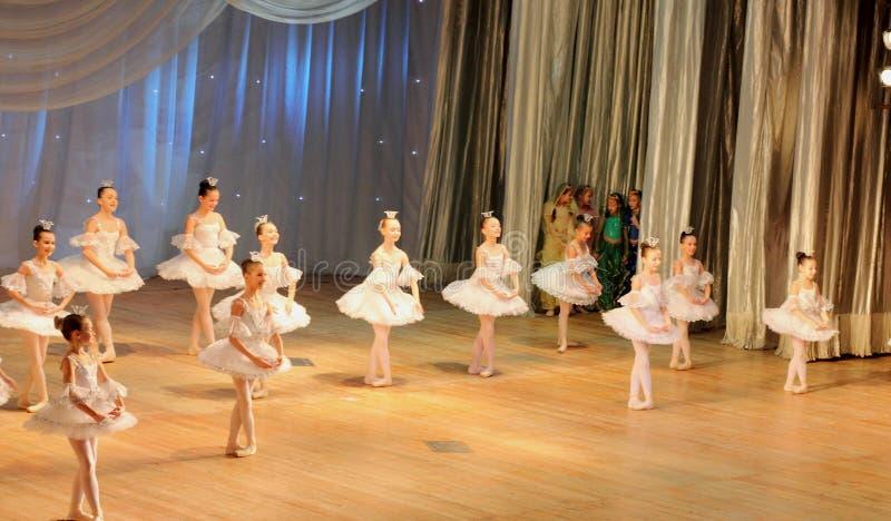 Ballet de danse d'enfants image libre de droits