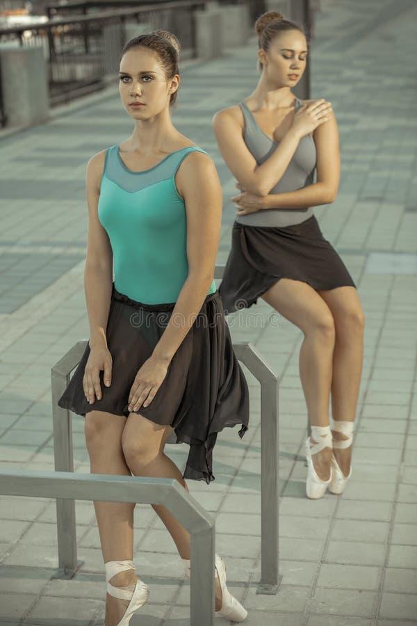 Ballet in de stad stock foto's