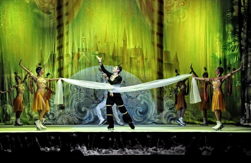 Ballet en el hielo imagen de archivo libre de regalías