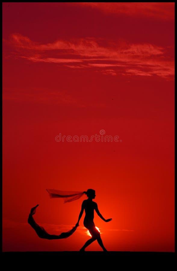 Ballet en la puesta del sol imagen de archivo libre de regalías