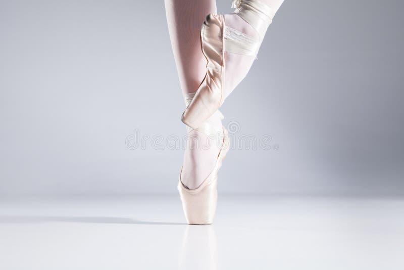 Ballet en los dedos del pie. fotos de archivo