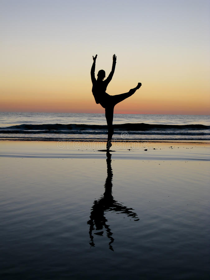 Free Ballet Posing In The Sunset Stock Photos - 17332733