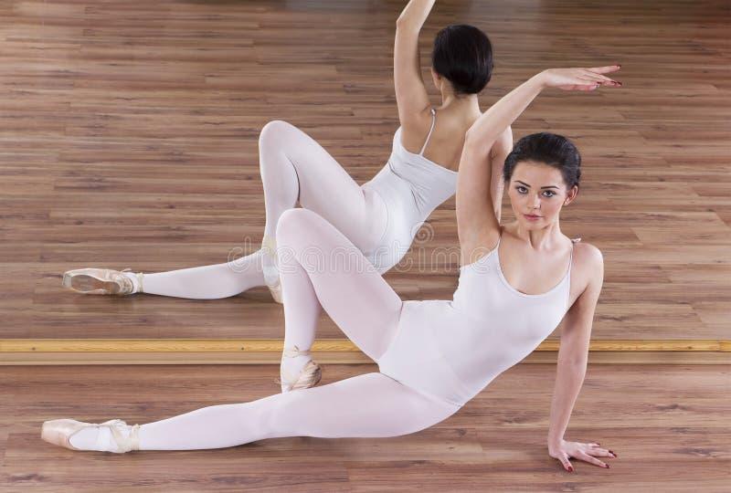 Ballet réchauffant l'exercice images libres de droits