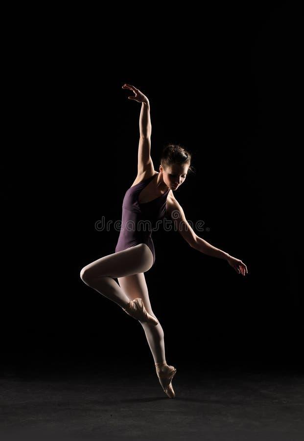 Download Balletdanser stock foto. Afbeelding bestaande uit wijfjes - 39110388