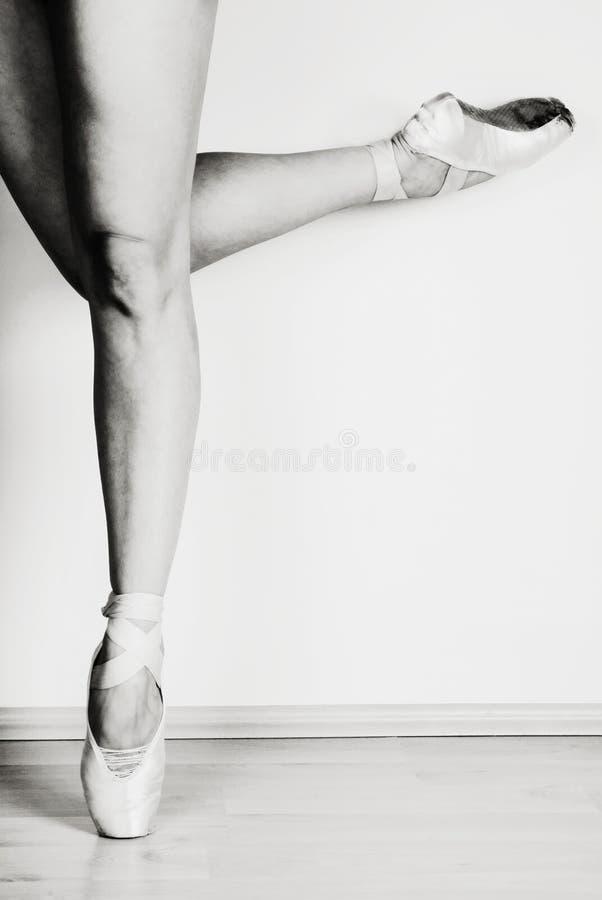 Balletdanser op punt stock fotografie