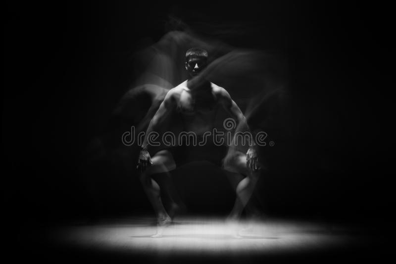 Balletdanser in zwarte royalty-vrije stock foto's
