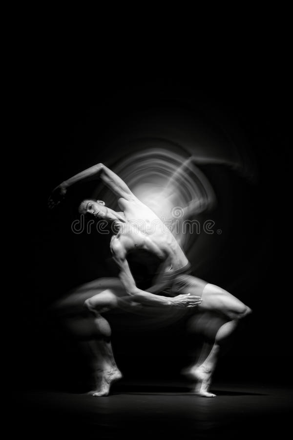 Balletdanser in zwarte royalty-vrije stock foto