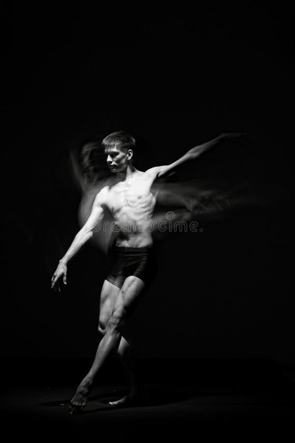 Balletdanser in zwarte royalty-vrije stock fotografie