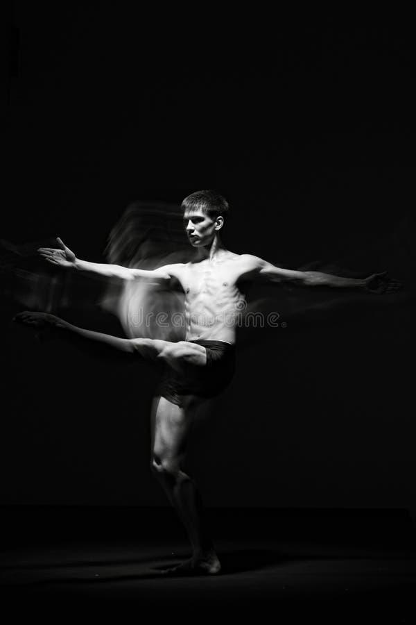 Balletdanser in zwarte stock afbeeldingen
