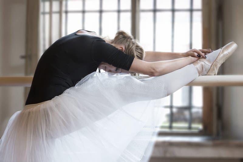 In balletklaslokaal royalty-vrije stock afbeeldingen