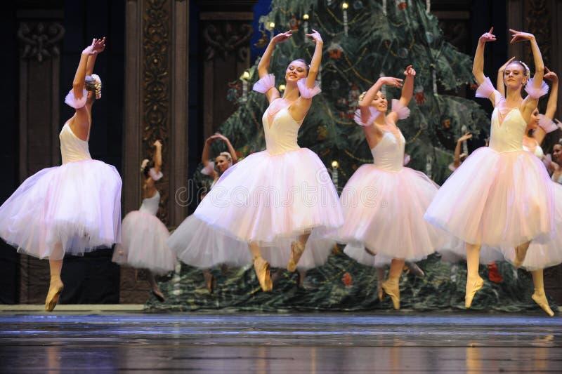 Balletmeisje de springen-Balletnotekraker royalty-vrije stock afbeeldingen