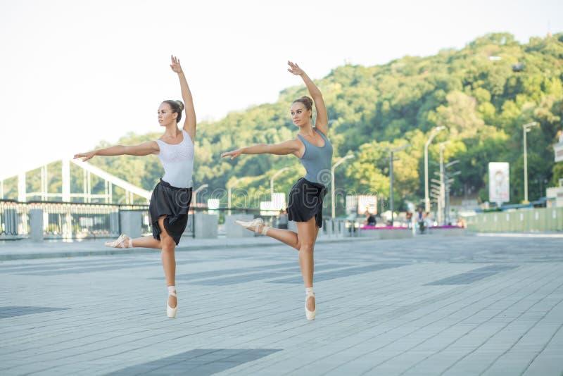 Ballett in der Stadt stockbild
