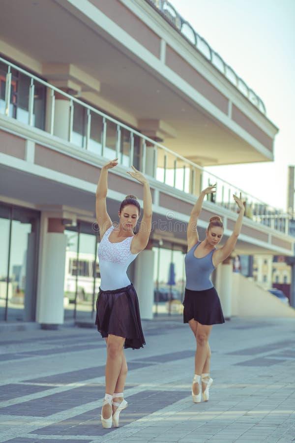 Ballett in der Stadt stockbilder
