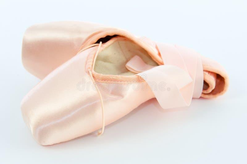 Download Ballett-Punkt-Schuhe Oder Hefterzufuhren Stockfoto - Bild von schuhe, spitzee: 26354492