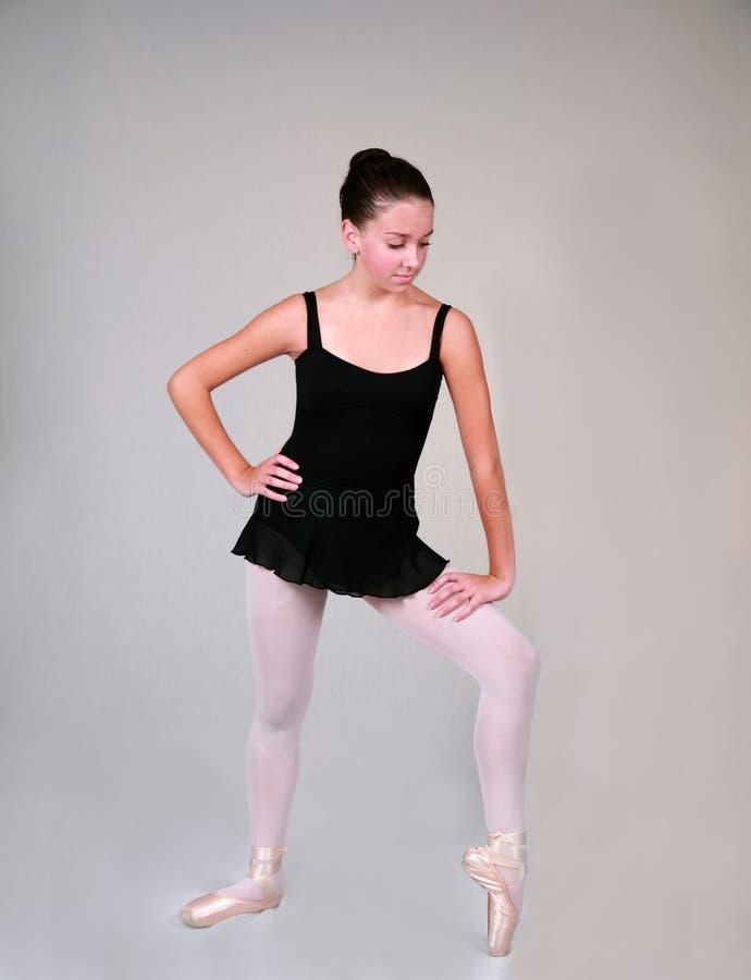 Ballett-Stellung 500 lizenzfreie stockbilder