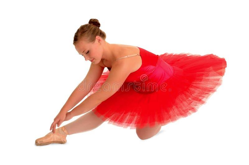 Ballett-Tänzer im roten Ballettröckchen lizenzfreie stockfotografie