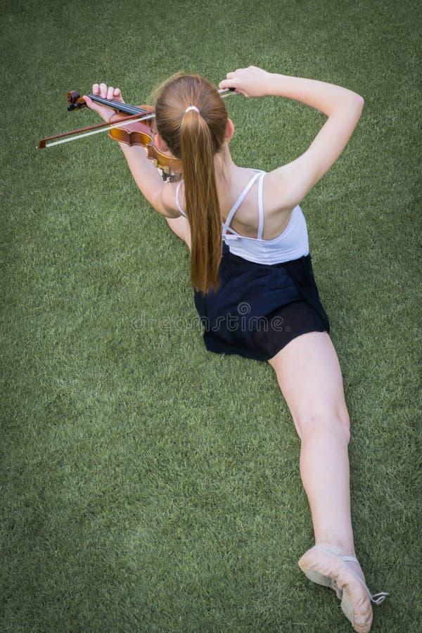 Ballett und Violine stockfotografie