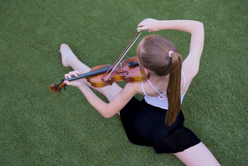 Ballett und Violine stockfotos