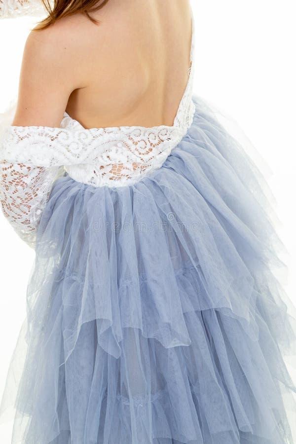 Balletto ballante del vestito irriconoscibile dalla ragazza in studio fotografia stock libera da diritti
