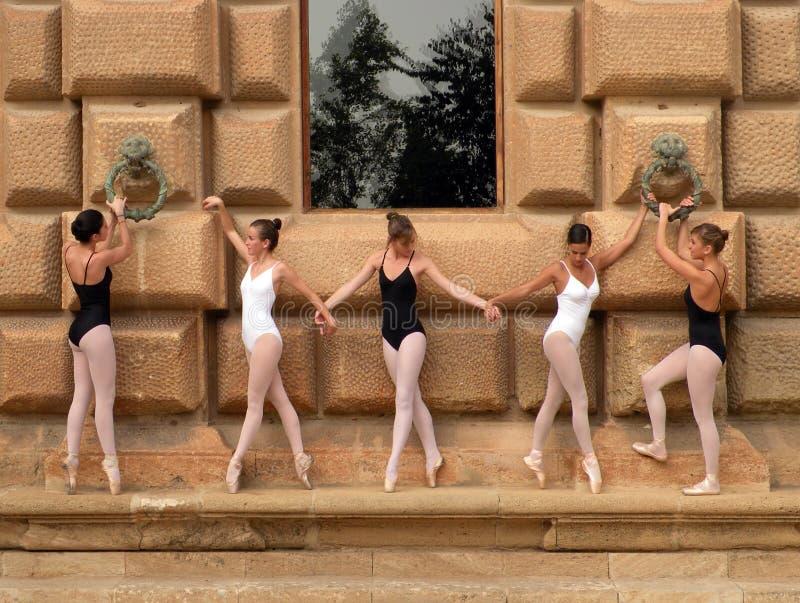 Balletttänzer im Alhambra stockfotos