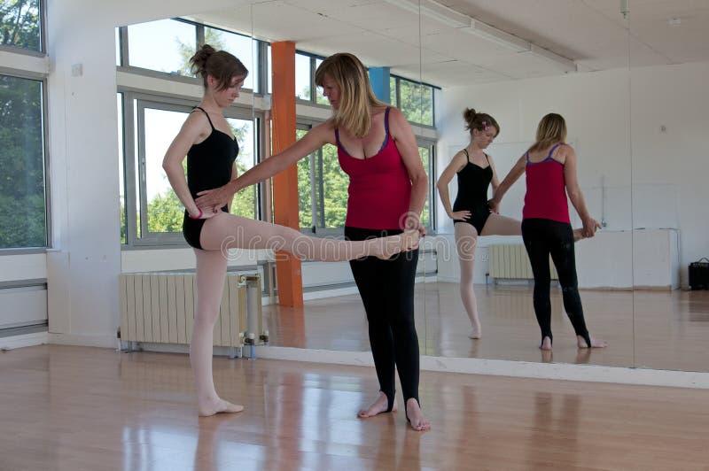 Balletttänzer mit Tutor lizenzfreies stockbild