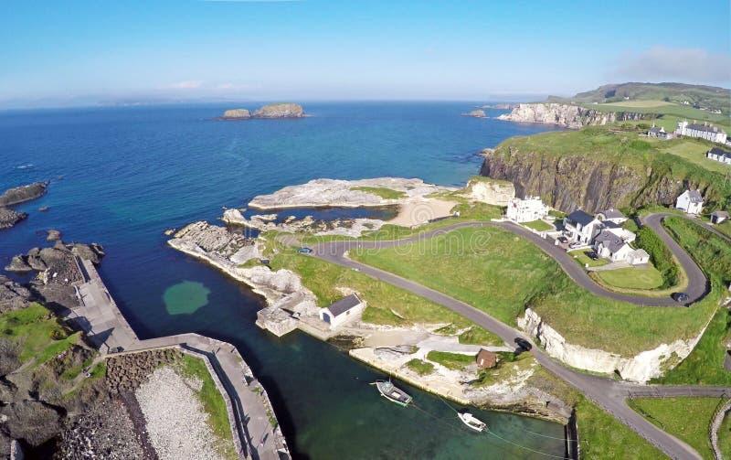 Ballintoy hamn Co Nordliga Antrim - Irland royaltyfri fotografi