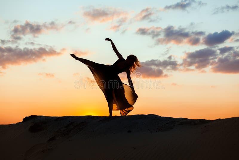 Ballo ad alba al sole immagine stock libera da diritti