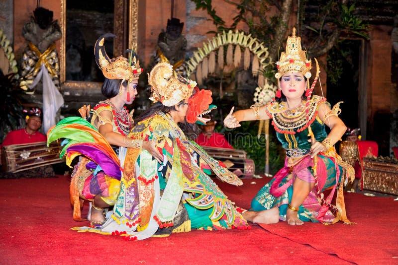 Ballo & Ramayana di Legong dalle troupe di Bina Remaja immagini stock libere da diritti