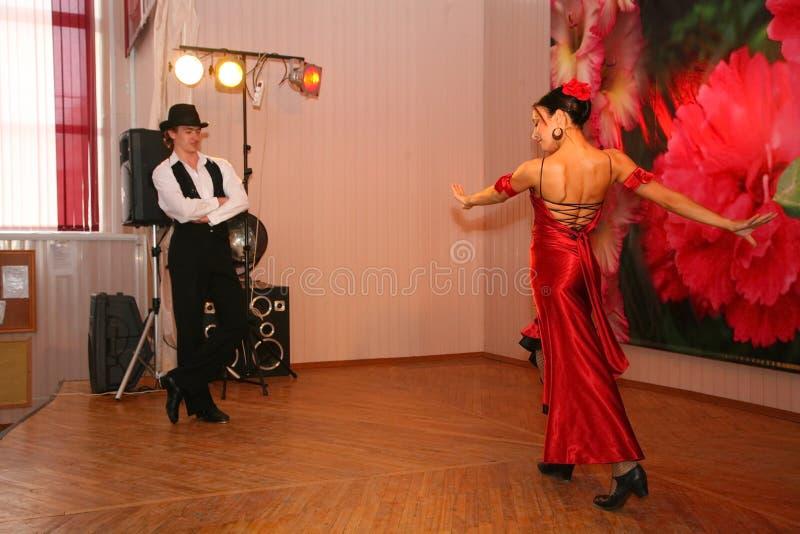 Ballo Carmen il numero esotico di ballo di ballo nazionale nello stile spagnolo ha eseguito dai ballerini dell'insieme dei balli  fotografia stock
