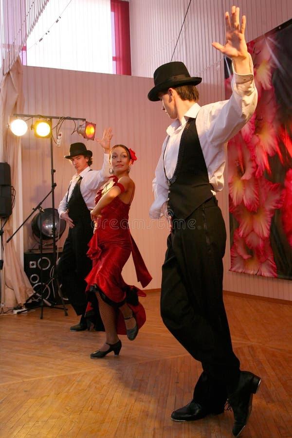 Ballo Carmen il numero esotico di ballo di ballo nazionale nello stile spagnolo ha eseguito dai ballerini dell'insieme dei balli  immagini stock libere da diritti
