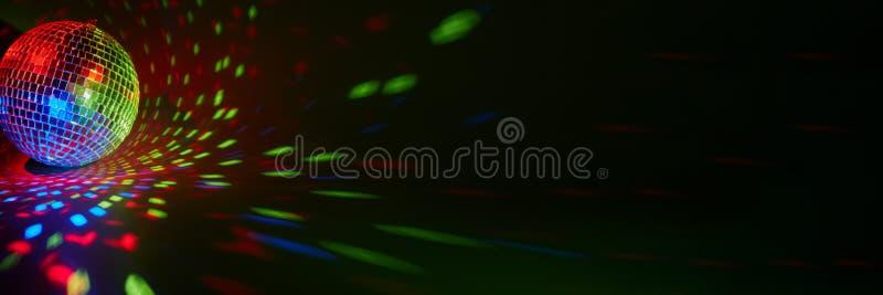 Ballo da disco a specchio Nightclub Per la pubblicità o la progettazione Web Panorama di intrattenimento, discoteca o musica immagine stock libera da diritti