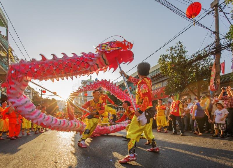 Ballo del drago al festival lunare dell'nuovo anno di Tet, Vietnam fotografie stock libere da diritti