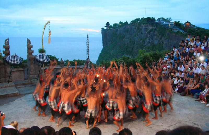 Ballo di Kecak a Uluwatu Bali immagini stock